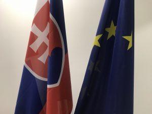 Vlajka Slovenskej republiky a Európskej únie