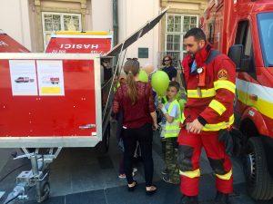 Predstavenie hasičskej techniky deťom na Dni Európy v Bratislave