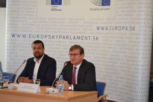 Riaditeľ odboru OP EVS Samuel Arbe s bývalým vedúcim Zastúpenia EK na Slovensku Dušanom Chrenekom